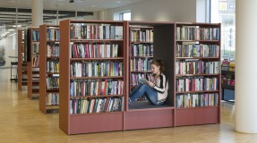 For lånerne er det selvsagt viktig at bøkene kommer raskt ut i hyllene. Foto: Helge Ek / BS Eurobib