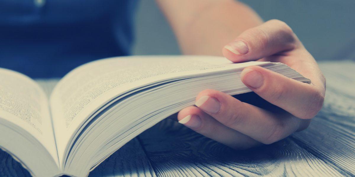 Shared Reading  er en form for lesing basert på høytlesning og refleksjon. Å dele leseopplevelsen kan gi et sterkt fellesskap.