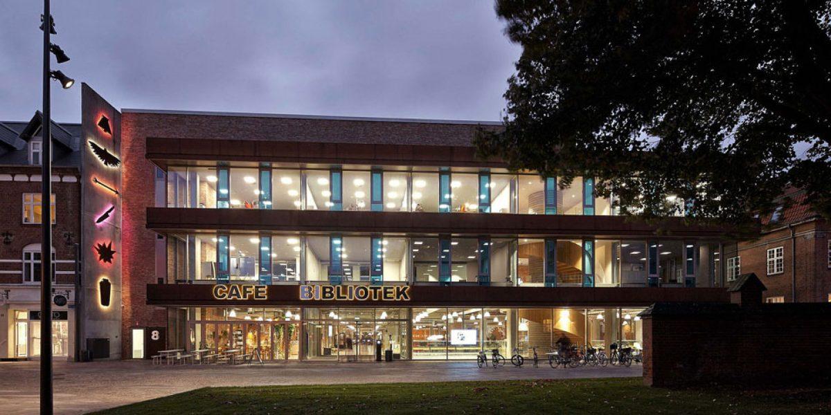 – Biblioteksvagten kan alltid kontaktes, også når biblioteket er ubemannet, sier Vera Daugaard, bibliotekar i Herning Bibliotekerne og prosjektleder for Biblioteksvagten.