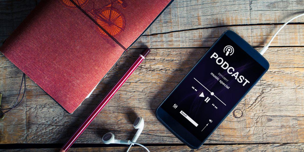 Nederst i artikkelen har vi samlet en oversikt med gode lytteropplevelser på podcast.